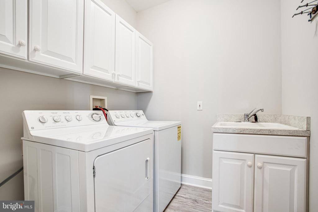 Laundry on main level - 11502 GENERAL WADSWORTH DR, SPOTSYLVANIA