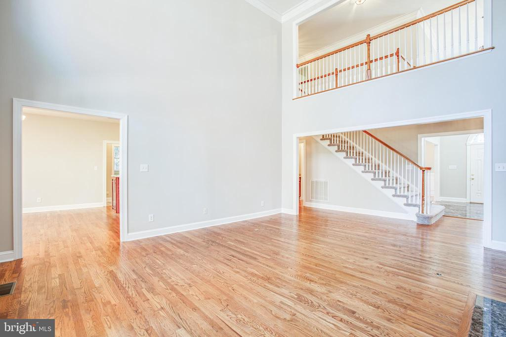 Upper level bridge adds interest to Family Room - 11502 GENERAL WADSWORTH DR, SPOTSYLVANIA