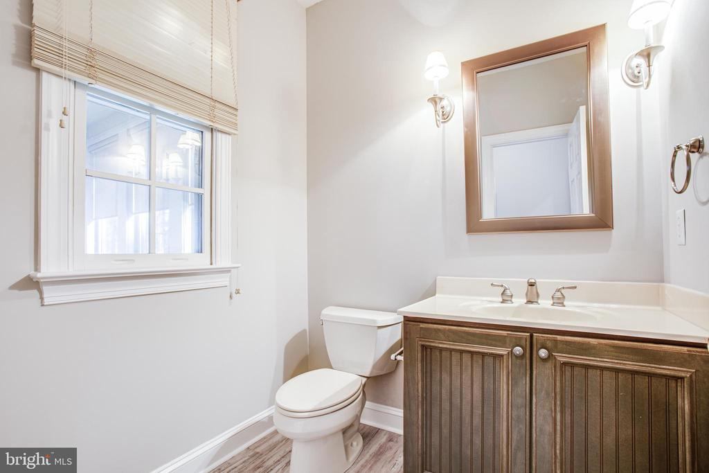 Two powder rooms on main level! - 11502 GENERAL WADSWORTH DR, SPOTSYLVANIA
