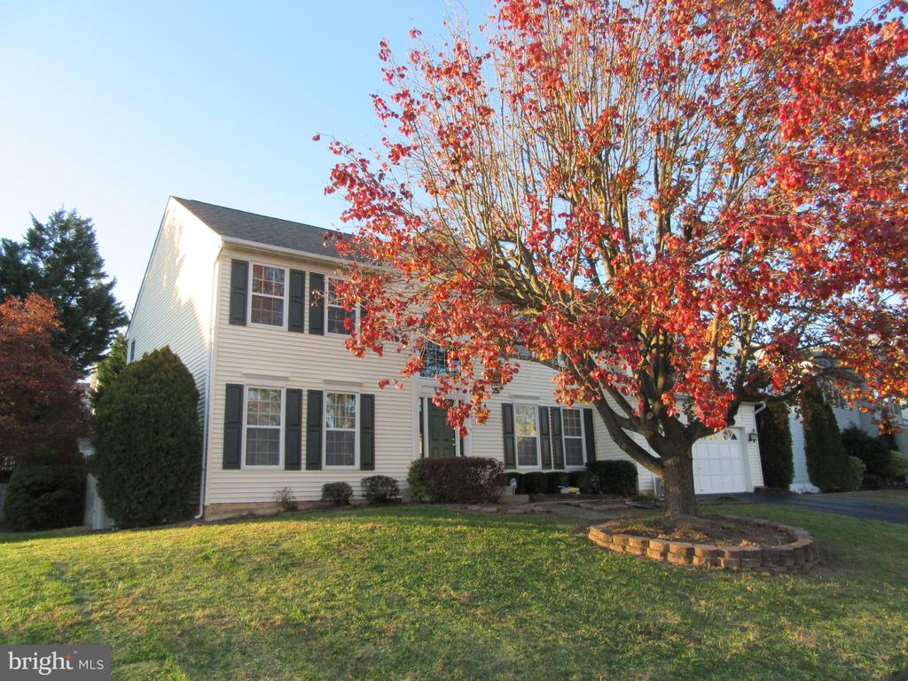 Beautiful colonial on corner lot! - 9337 S WHITT DR, MANASSAS PARK