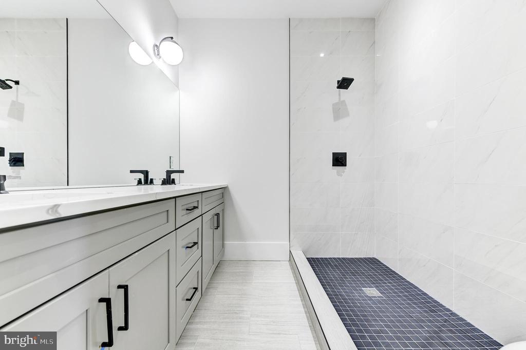 Glass shower coming soon! - 1944 CAPITOL AVE NE #3, WASHINGTON