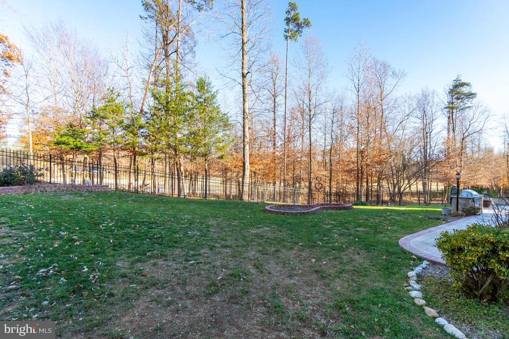 Mature Landscaping - 3 GRISTMILL DR, STAFFORD