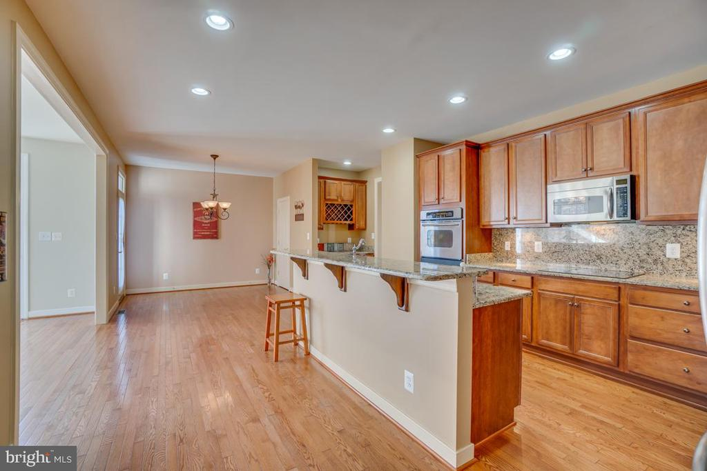 Very Spacious Kitchen for Gathering Around - 3 GRISTMILL DR, STAFFORD
