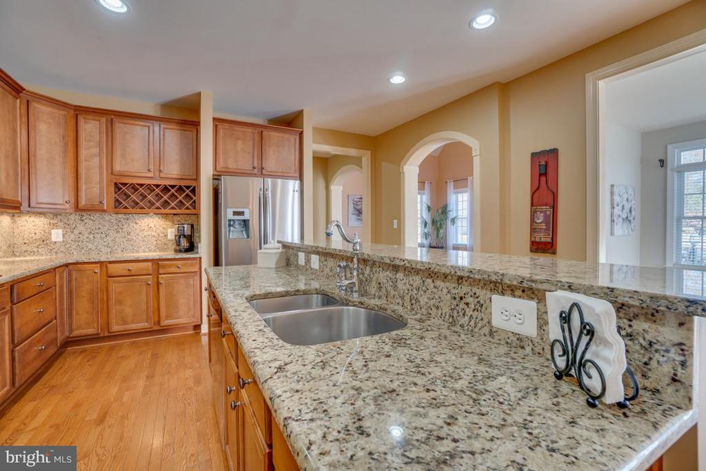 Granite Countertops and Double Sink - 3 GRISTMILL DR, STAFFORD