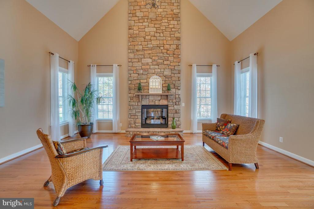 Impressive Two Story Family Room - 3 GRISTMILL DR, STAFFORD