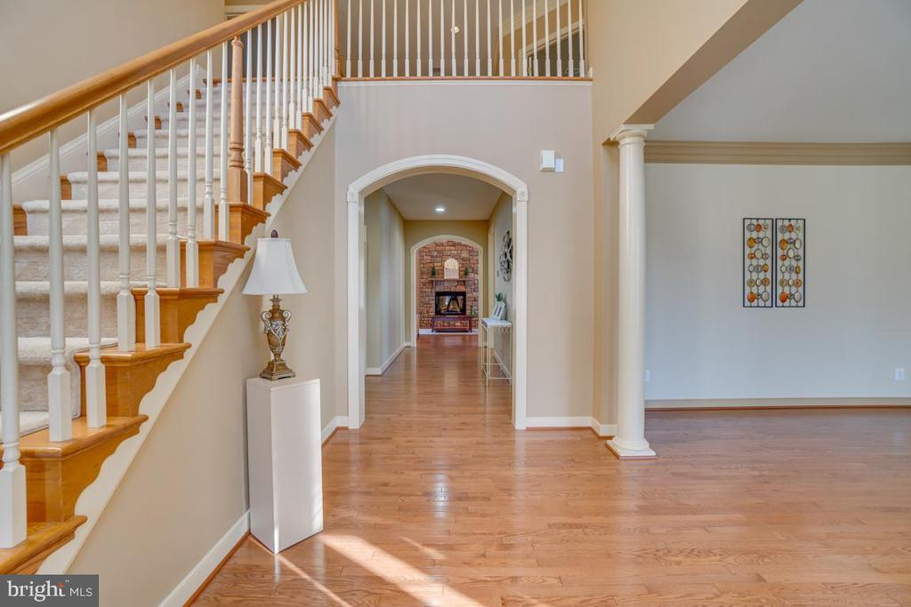 Grand Entry Two-Story Foyer and Center Hallway - 3 GRISTMILL DR, STAFFORD