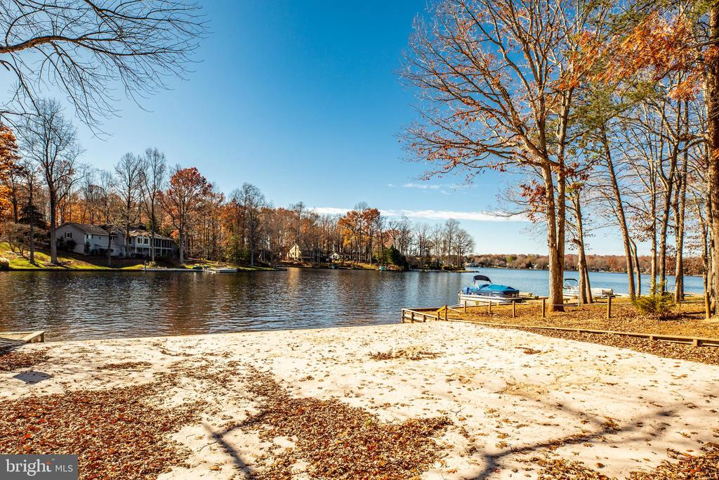 Walking distance to swimming beach - 113 EDGEHILL DR, LOCUST GROVE