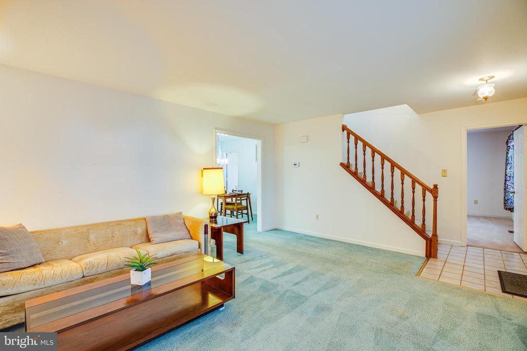 Stairway to Upper level - 113 EDGEHILL DR, LOCUST GROVE