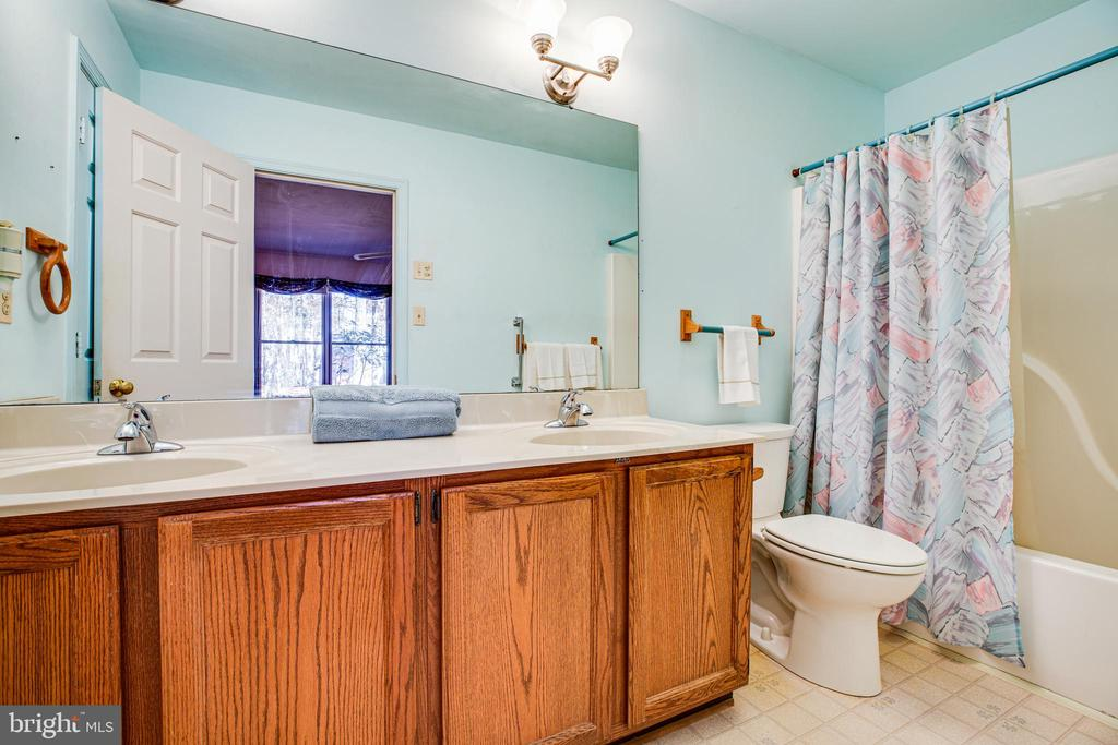Master Bath with double vanities - 113 EDGEHILL DR, LOCUST GROVE