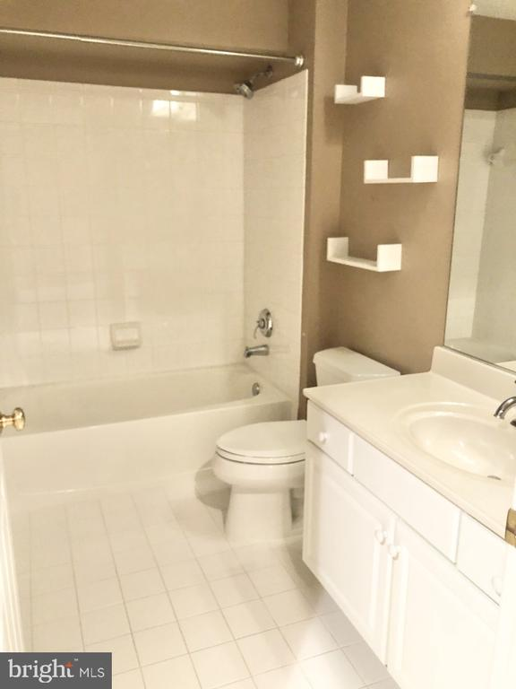 Lower Level - Guest Bathroom - 530 N PITT ST, ALEXANDRIA