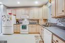 nice spacious kitchen - 93 LEGEND DR, FREDERICKSBURG