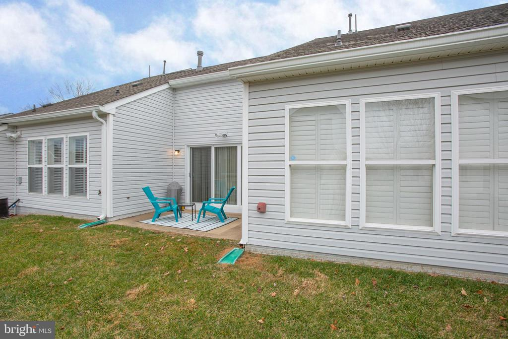 nice patio out back to sit and enjoy - 93 LEGEND DR, FREDERICKSBURG