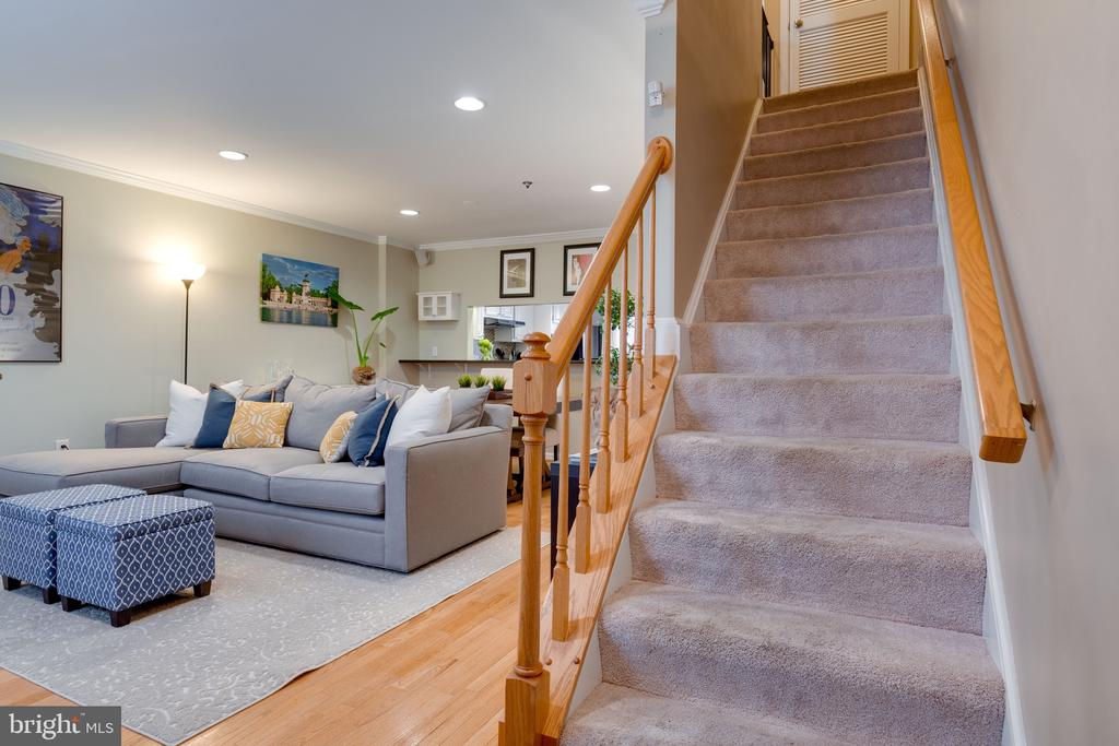Foyer entrance / Staircase / Living room - 3028 S GLEBE RD #3028, ARLINGTON