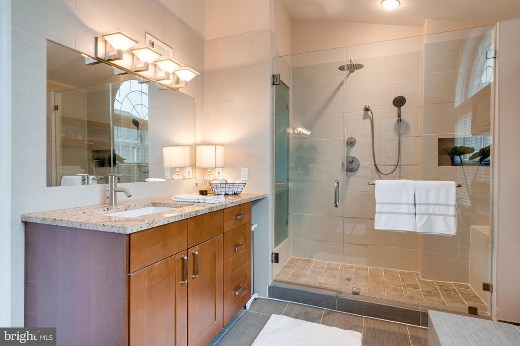 Master bath / shower - 3028 S GLEBE RD #3028, ARLINGTON
