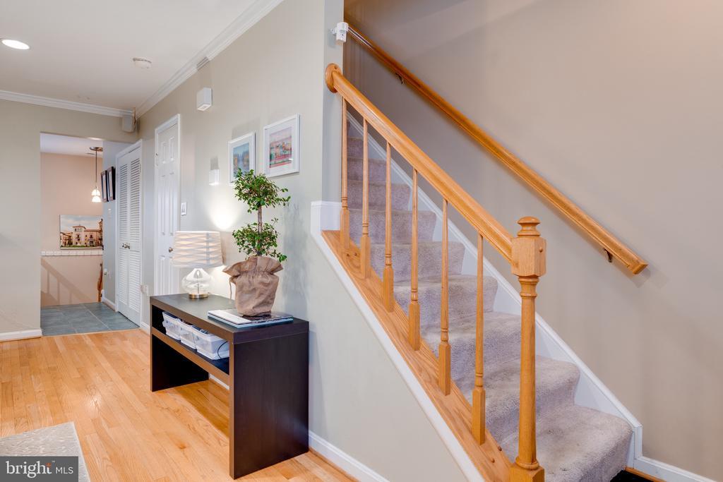 Living room / Staricase - 3028 S GLEBE RD #3028, ARLINGTON