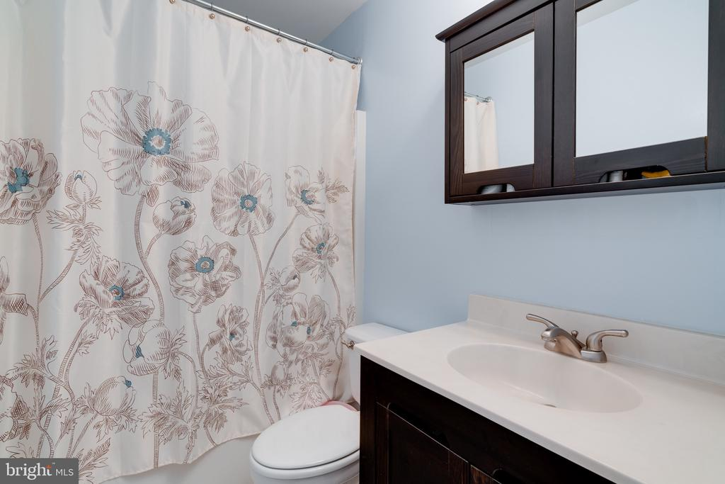 Bathroom - bedroom two - 3028 S GLEBE RD #3028, ARLINGTON