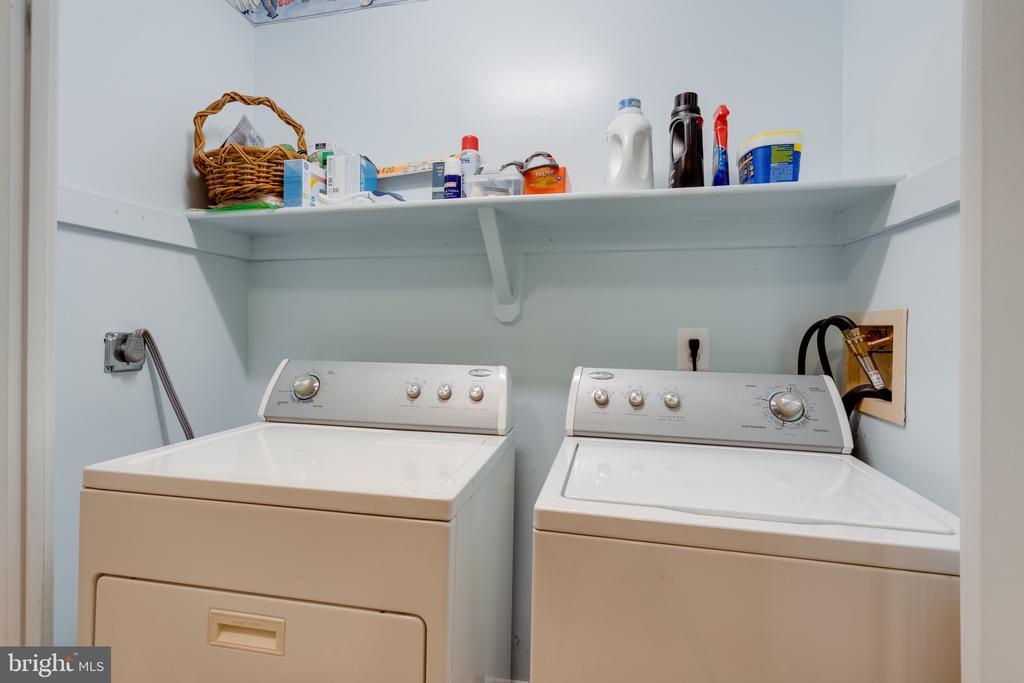 Laundry - 3028 S GLEBE RD #3028, ARLINGTON