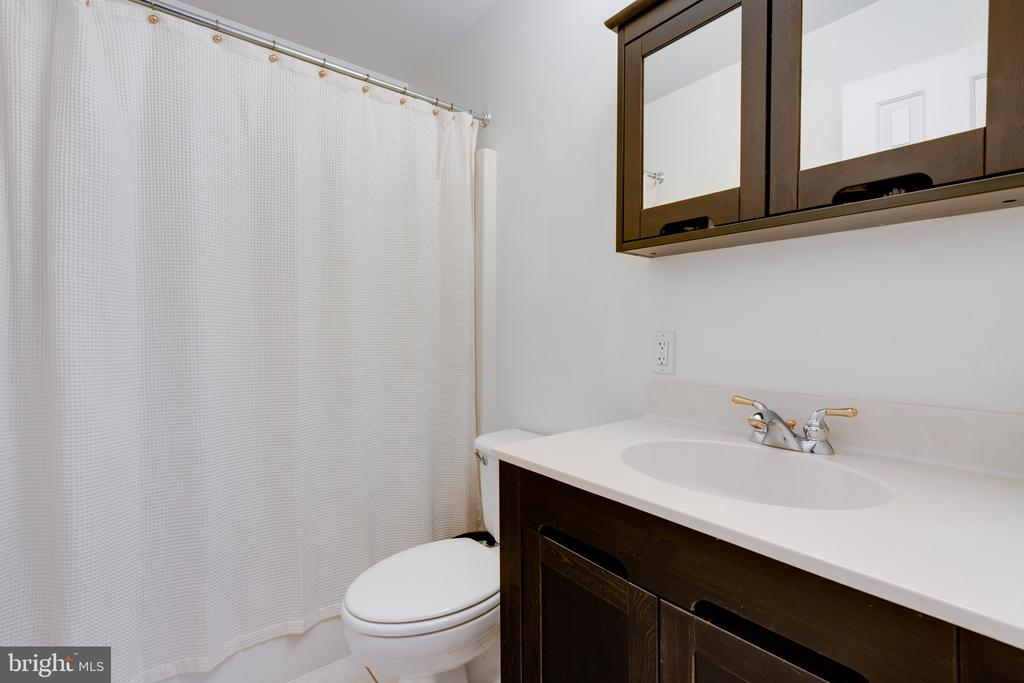 Bathroom - Bedroom one - 3028 S GLEBE RD #3028, ARLINGTON