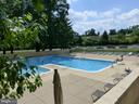 Outdoor pool - 1300 S ARMY NAVY DR #1005, ARLINGTON