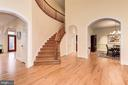 Curved staircase to upper level - 16311 BARNESVILLE RD, BOYDS