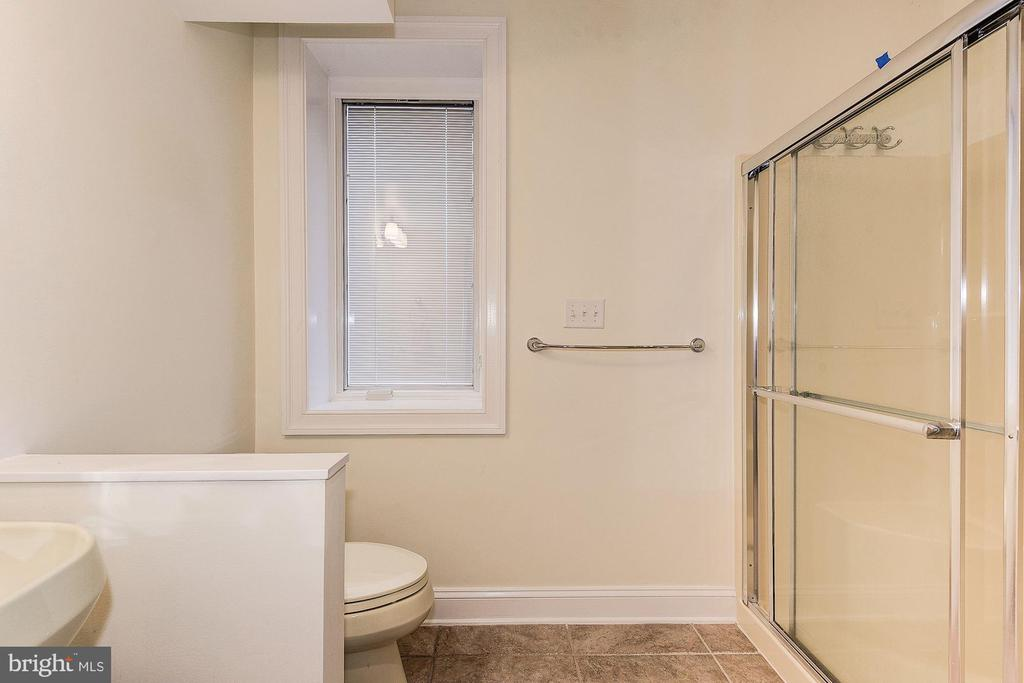 Full bathroom for pool area - 16311 BARNESVILLE RD, BOYDS