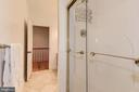 Full bathroom serving bedroom and bonus room - 16311 BARNESVILLE RD, BOYDS