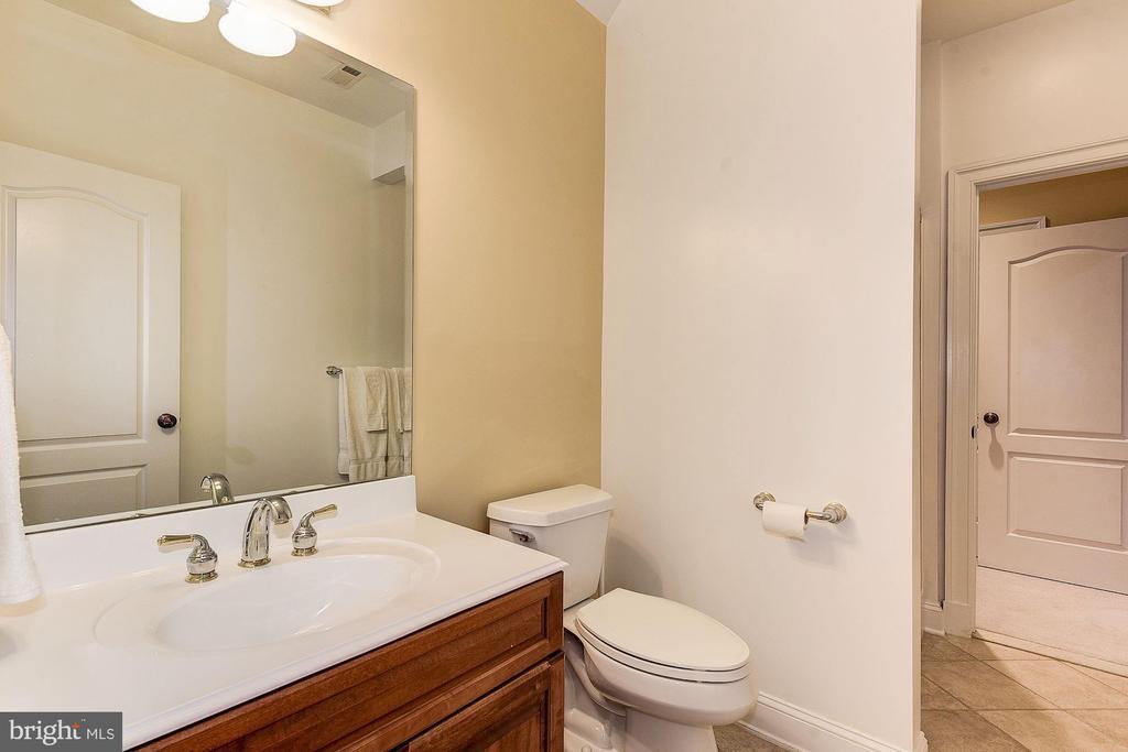 Full bathroom #1 - 16311 BARNESVILLE RD, BOYDS