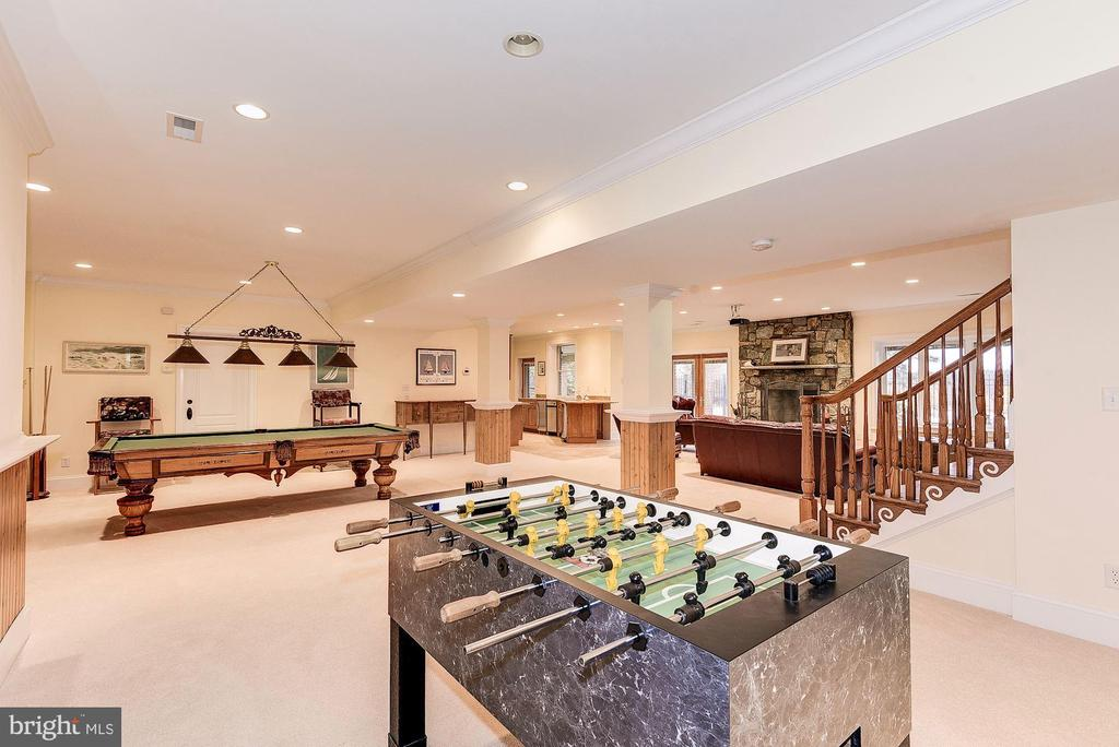 Game room area on lower level - 16311 BARNESVILLE RD, BOYDS