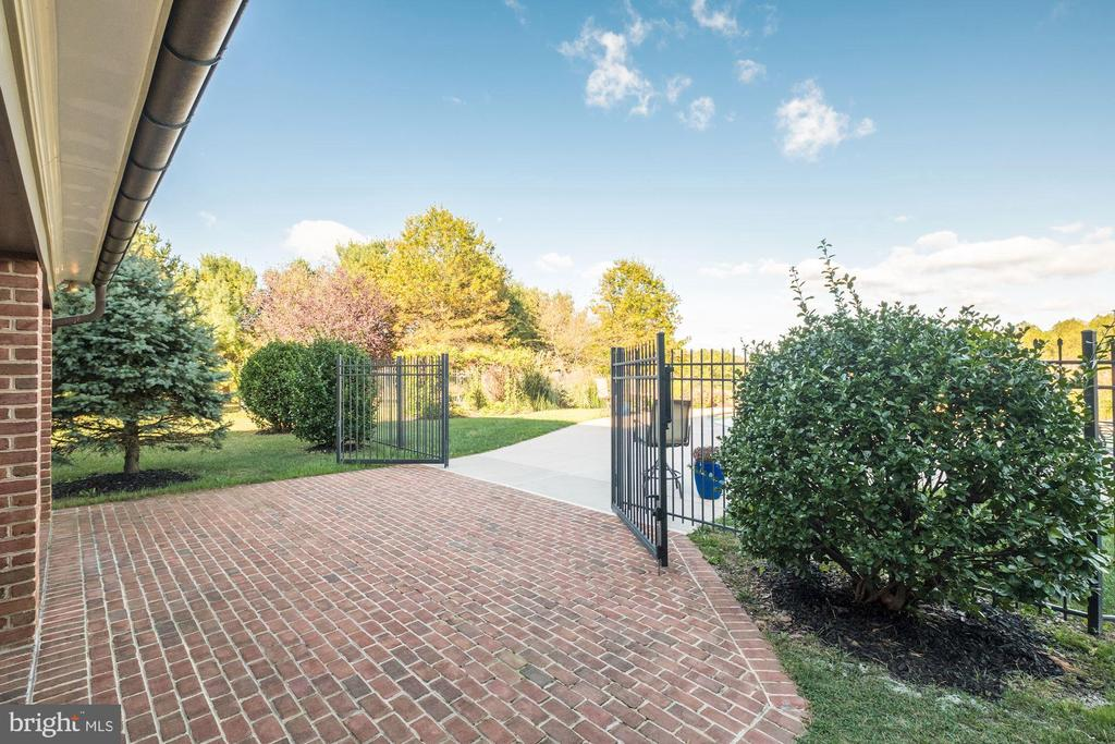 Brick walkway to pool - 16311 BARNESVILLE RD, BOYDS