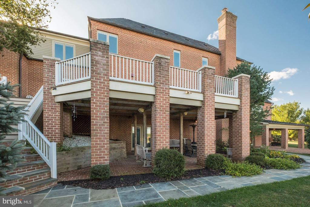 Covered prick patio for entertaining - 16311 BARNESVILLE RD, BOYDS