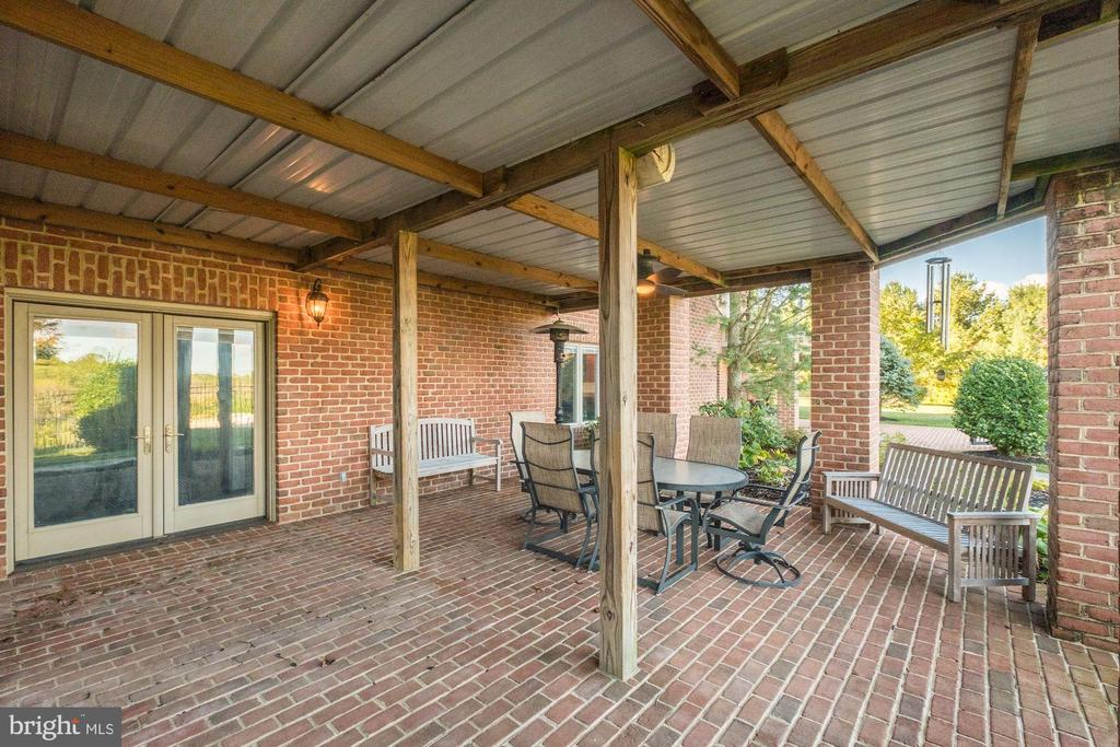 Access to recreation room - 16311 BARNESVILLE RD, BOYDS
