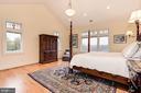 First floor master suite - 16311 BARNESVILLE RD, BOYDS