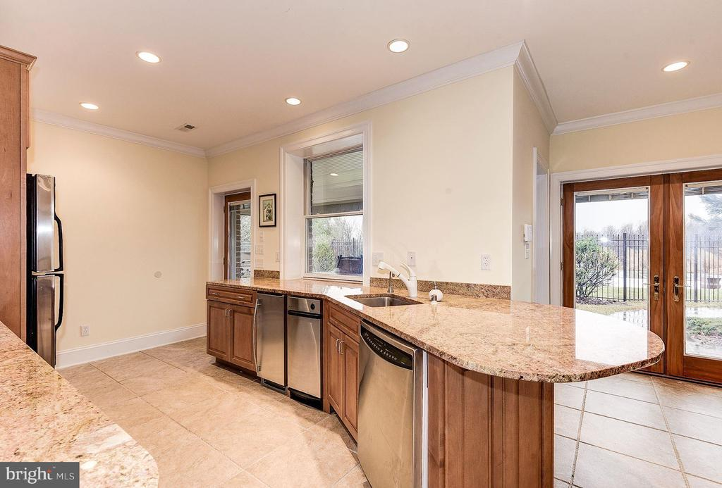 Lower level kitchen and serving area - 16311 BARNESVILLE RD, BOYDS