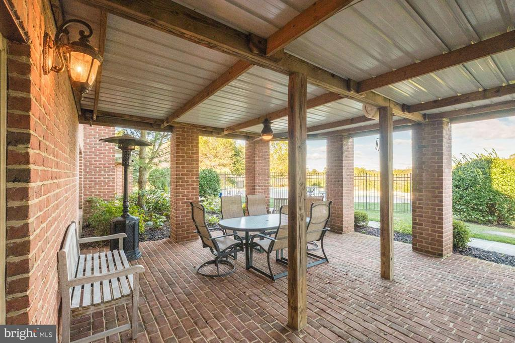 Ceiling fans and outdoor speakers - 16311 BARNESVILLE RD, BOYDS
