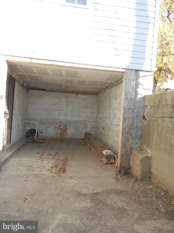 Attached Garage - 2801 CHANNING ST NE, WASHINGTON