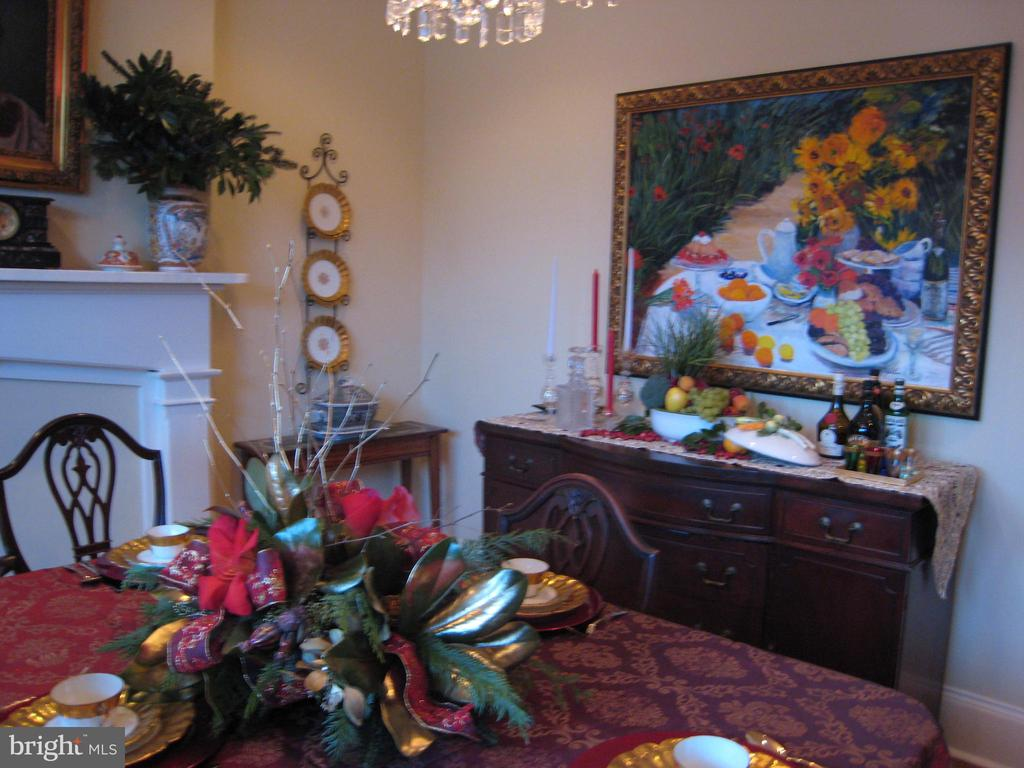 DINING ROOM READY FOR A FEAST! - 2010 FALL HILL AVE, FREDERICKSBURG