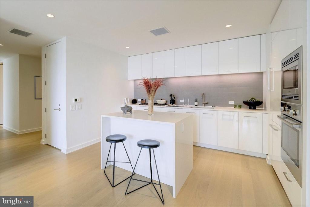 Sleek Italian kitchen - 1111 24TH ST NW #74, WASHINGTON