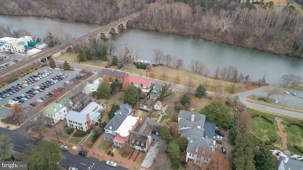 At the Heart of Historic Fredericksburg! - 303 CAROLINE ST, FREDERICKSBURG