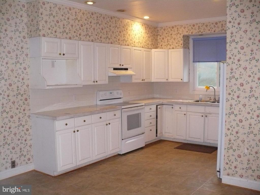 Kitchen - 33322 PARKER RD, LOCUST GROVE
