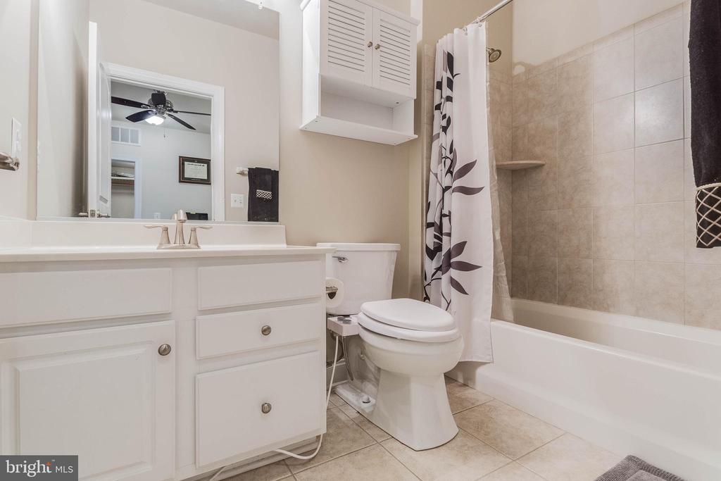 Bathroom - 2296 MARGRAF CIR, WOODBRIDGE