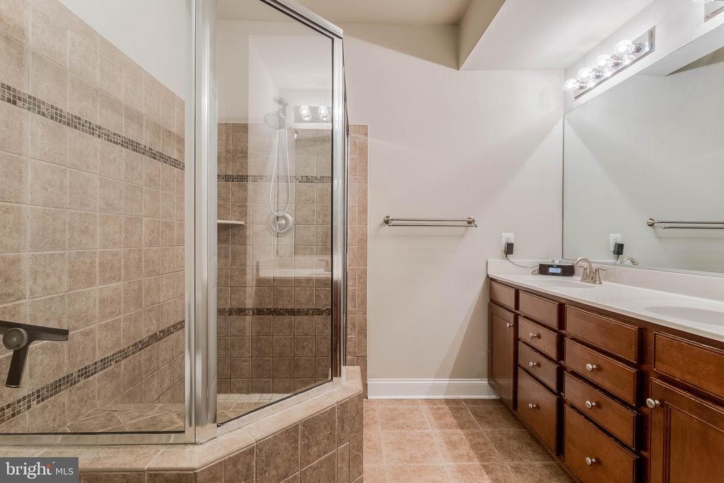 Master Bathroom - 2296 MARGRAF CIR, WOODBRIDGE