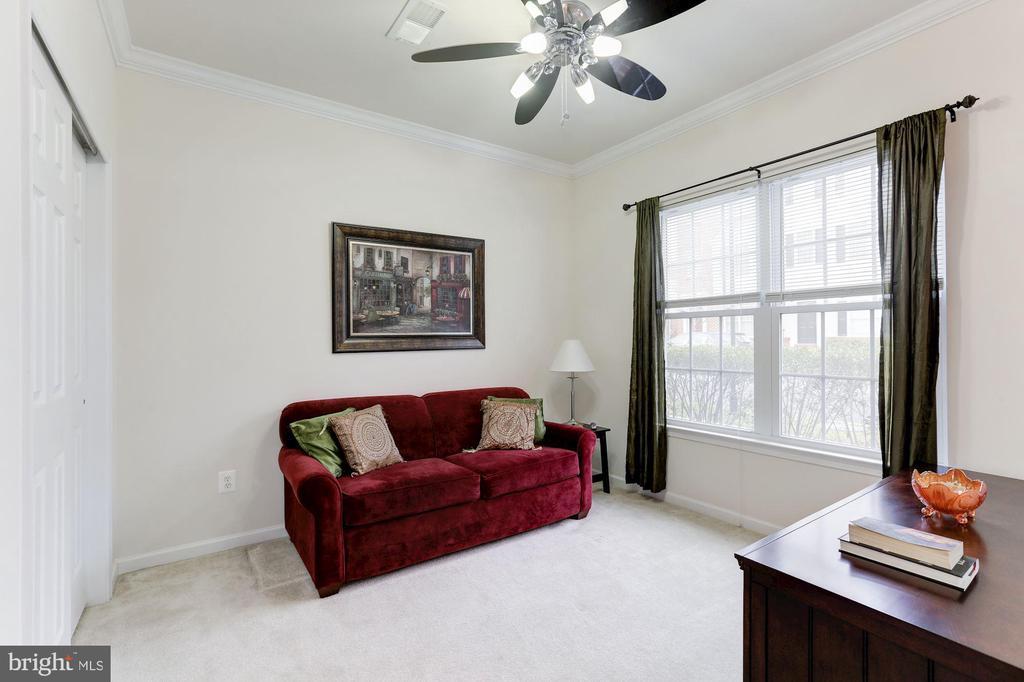 Family Room w/ Ceiling Fan - 42915 PAMPLIN TER, CHANTILLY
