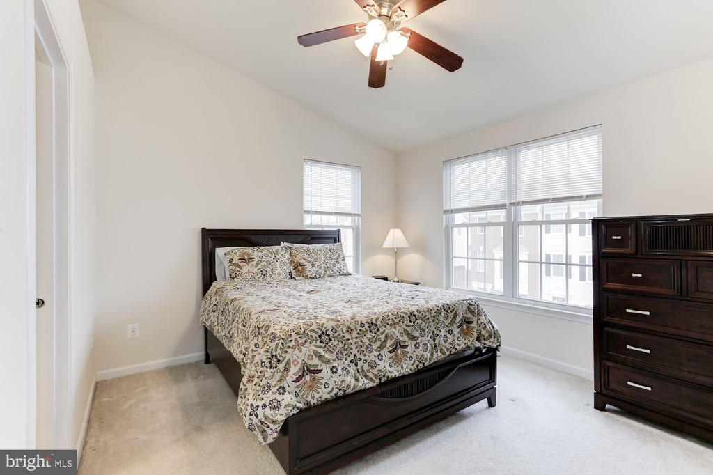Master Bedroom w/ Vaulted Ceilings - 42915 PAMPLIN TER, CHANTILLY
