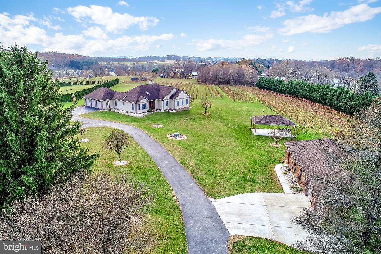 Single Family Homes für Verkauf beim Spring Grove, Pennsylvanien 17362 Vereinigte Staaten