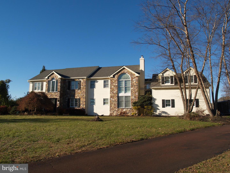 Single Family Homes pour l Vente à Telford, Pennsylvanie 18969 États-Unis