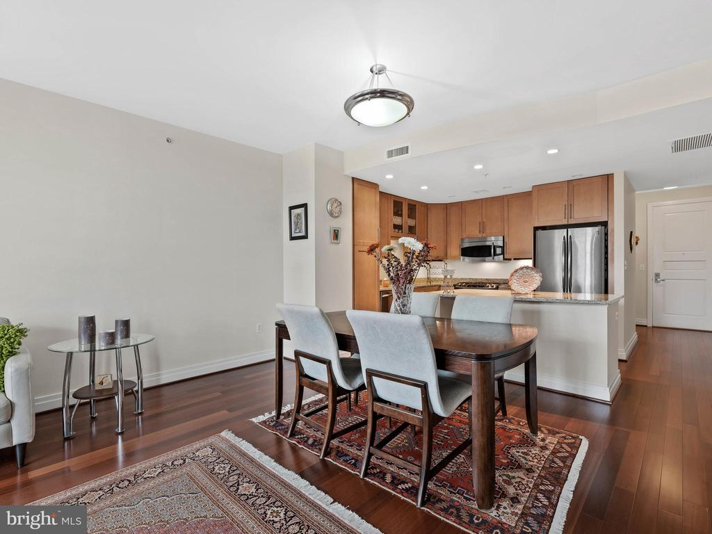 Dining Area - 8220 CRESTWOOD HEIGHTS DR #511, MCLEAN