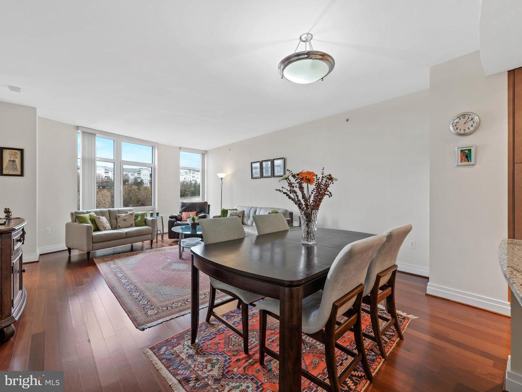 Dining Area/ Family Room - 8220 CRESTWOOD HEIGHTS DR #511, MCLEAN