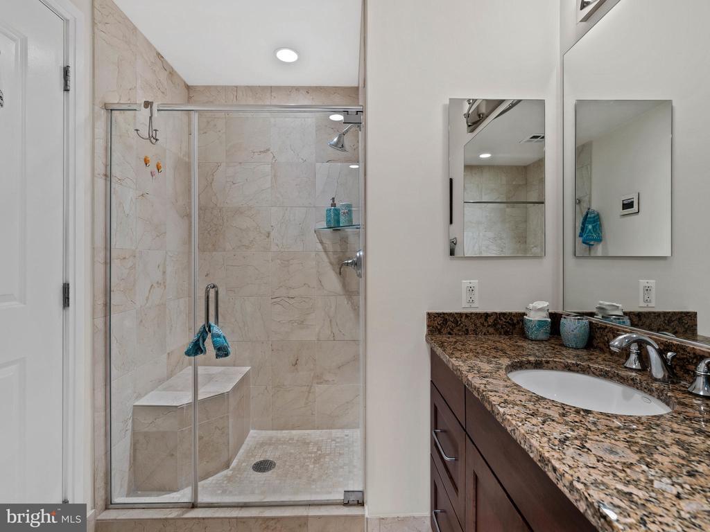 Bathroom - 8220 CRESTWOOD HEIGHTS DR #511, MCLEAN
