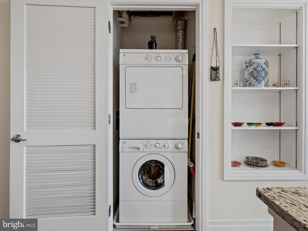 Washer/ Dryer - 8220 CRESTWOOD HEIGHTS DR #511, MCLEAN