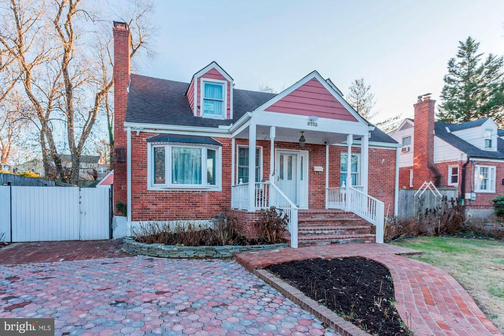 This House is Deceivingly HUGE! - 6813 JEFFERSON AVE, FALLS CHURCH